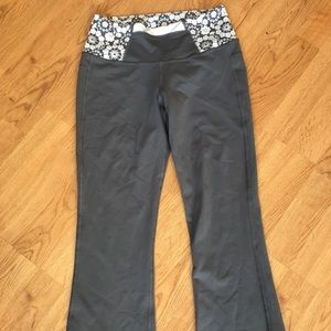 Lululemon size 4 gray crop with floral pattern
